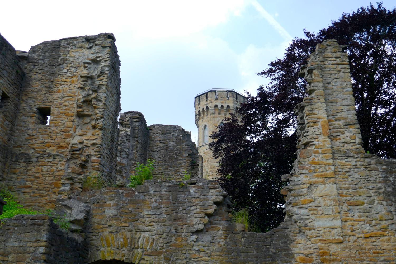 Vom Hengsteysee zur Hohensyburg - Ruinen der Syburg