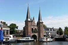 Mit dem Hausboot durch Friesland - Das Wassertor, Wahrzeichen von Sneek
