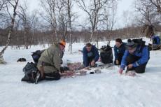 Lapplands Drag – Husky Expedition: 40 Fressnäpfe wollen gefüllt werden