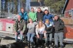 Lapplands Drag – Husky Expedition: Unsere Gruppe mit dem Farmteam