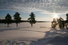 Lapplands Drag: Weiter Blick über den Fluss