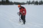 Lapplands Drag: Vorbereitung zum Eisangeln