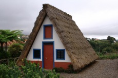 Madeira - Traditionelles reetgedecktes Haus