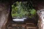 Madeira - Wasserfall am Tunneleingang