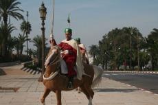 Marokko: Wachwechsel am Mausoleum Mohammed V.