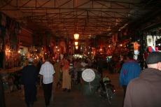 Marokko: Souk bei Nacht