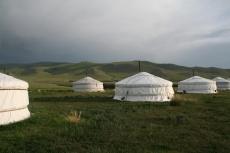 Mongolei: Jurten in der Abendsonne