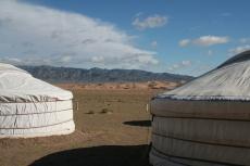 Mongolei: Jurten vor Khongoryn Els