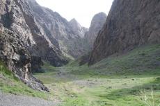 Mongolei: Der Eingang zur Geierschlucht