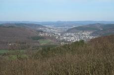 Natursteig Sieg #13 - Blick vom Ottoturm Richtung Siegen mit der A45-Brücke