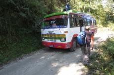 Nepal - Wo bei uns nur Jeeps fahren, gibt's in Nepal noch Linienbusse