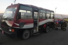 Nepal - Vorfeldbus in Kathmandu