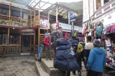 Nepal - Buntes Treiben in Namche Bazar