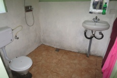 Nepal - 'Komfortabler' Sanitärbereich im Thame