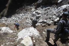 Nepal - Geröllfeld am Steilhang
