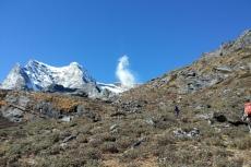 Nepal - Weiter oben hat sich eine Felslawine gelöst