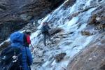 Nepal - Querung eines Eisfelds auf dem Weg nach Kongde