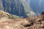 Nepal - Noch sind es einige Meter bis ins Tal