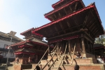 Nepal - Erdbebengeschädigter Tempel am Durbar-Platz