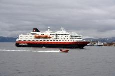 Nordkap, Hurtigruten und Lofoten: Hurtigruten vor Hammerfest
