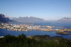Nordkap, Hurtigruten und Lofoten: Hurtigruten im Hafen von Svolvær