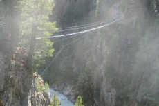 Luftige Brücke am Zirbenwald-Klettersteig