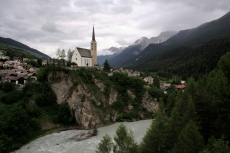 Via Engiadina - St. Georgskirche in Scuol