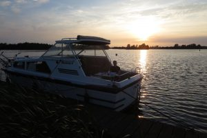 Read more about the article Hausbooturlaub in Friesland: Harmony 6